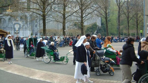 Malades à Lourdes
