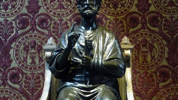 Statue de Saint Pierre dans St-Pierre de Rome