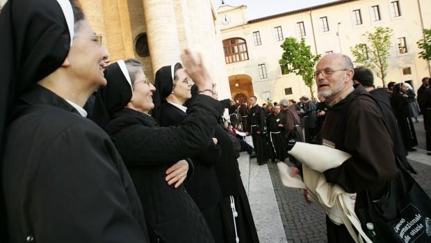 Franciscaines et franciscains chapitre international des nattes Assise 15 avril 2009