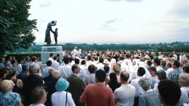 Sanctuaire d'Ars statue de saint Jean-Marie Vianney et du berger