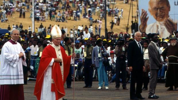 Jean-Paul II en 1992 en Afrique