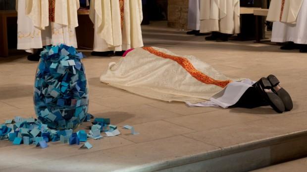 ordination_francis_bestion_papiers_bleus
