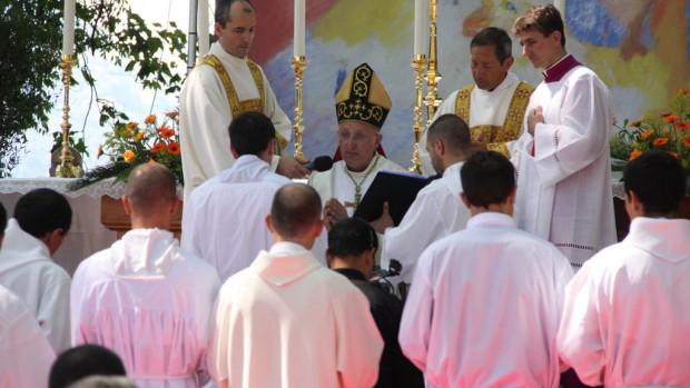 """Résultat de recherche d'images pour """"mgr rey et les jeunes prêtres du diocèse"""""""