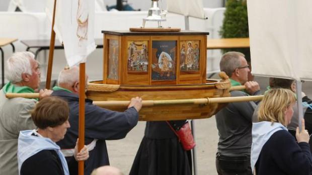 14 septembre 2008: Procession eucharistique avec l'Arche de la nouvelle Alliance, Lourdes 65, France.