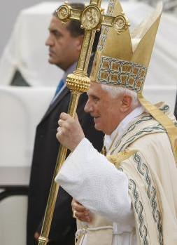 14 septembre 2008: Benoît XVI lors de la procession eucharistique, Lourdes 65, France.